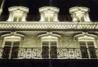 освещение фасада линейными прижекторами
